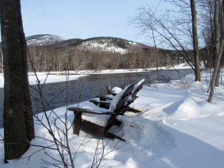 riverwalk-in-winter-chairs